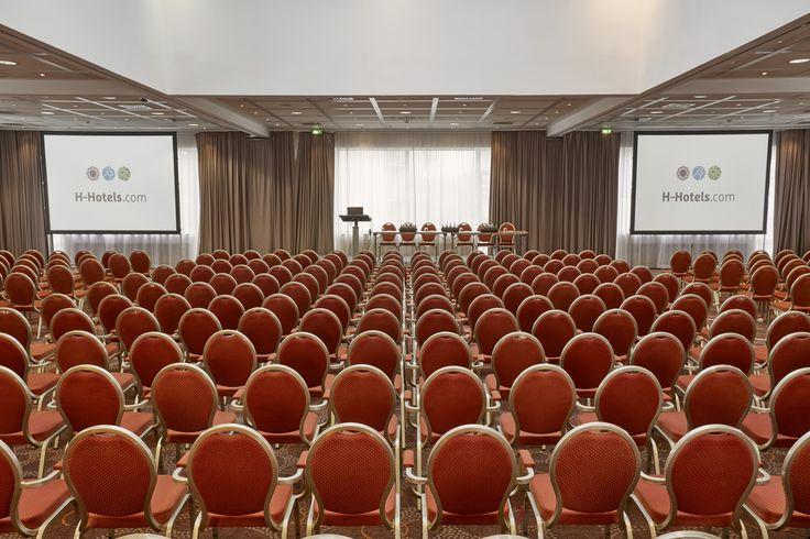 Einblick in einen der großen Konferen- und Tagungsräume im H+ Hotel Wiesbaden Niedernhausen
