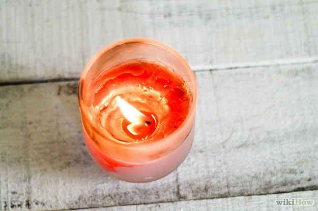 Atrapa las pulgas encendiendo una vela: | 26 trucos que harán más fácil la vida de cualquier dueño de un gato