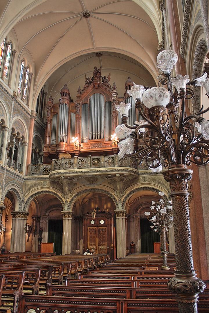 Basilica Santisimo Sacramento (interior). Barrio de Retiro.-