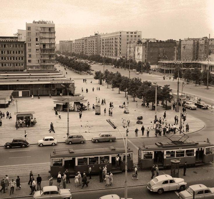 Aleje Jerozolimskie z Marszałkowską.  fot. 1965r. Jerzy Piasecki, omni-bus.eu, zdjęcie jest własnością Narodowego Archiwum Cyfrowego