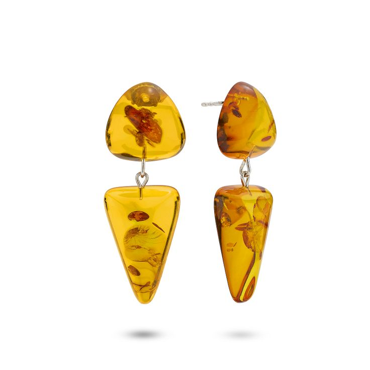 House of Amber by Bukkehave - Cognac amber earring.