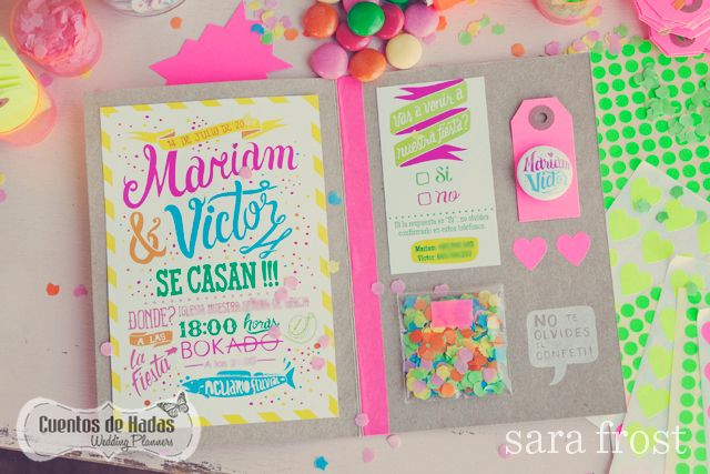 Invitaciones de bodas en neón/fluor (Bodas de Cuento, The Wedding Designers) #invitaciondebodas #weddinginvitations #tendenciasdebodas