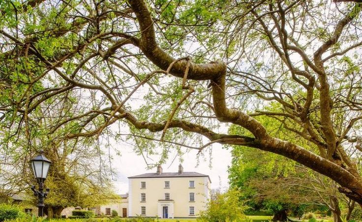Viewmount House, Ireland  http://www.historichotelsofeurope.com/property-details.html/viewmount-house