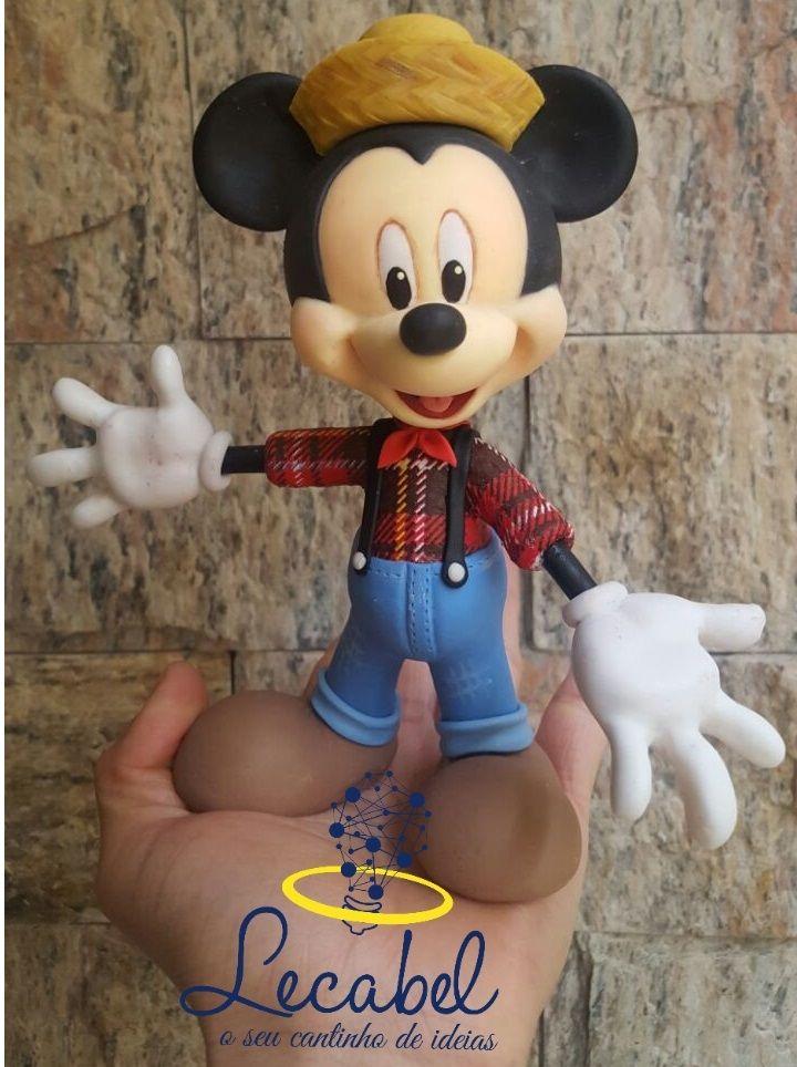 Topo de bolo.  Ainda em clima de São João e olha quem veio para o Arraiá. Feito em porcelana fria. #Festa_Junina #Festa_De_Sao_Joao #Topo_de_bolo #Cake_topper #Arraia_Do_Mickey #Mickey #Disney #Biscuit #Porcelana_Fria #Cold_Porcelain #Feito_a_Mao #LecabelIdeias