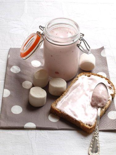 Pâte à tartiner aux chamallow (Ingrédients : 20 Chamallows ; 15 Cl de sirop (moi sirop barba à papa) ; 3 Blancs d'oeuf ; 120 Grs de sucre en poudre ; 10 Cl d'eau : colorant rouge (facultatif) )