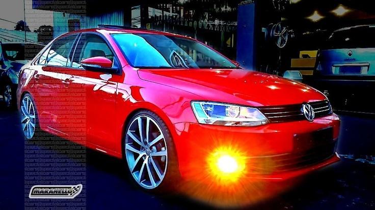 "Novo Jetta vermelho rebaixado e rodas 20"" | New, lowered red VW Jetta with 20"" rims"