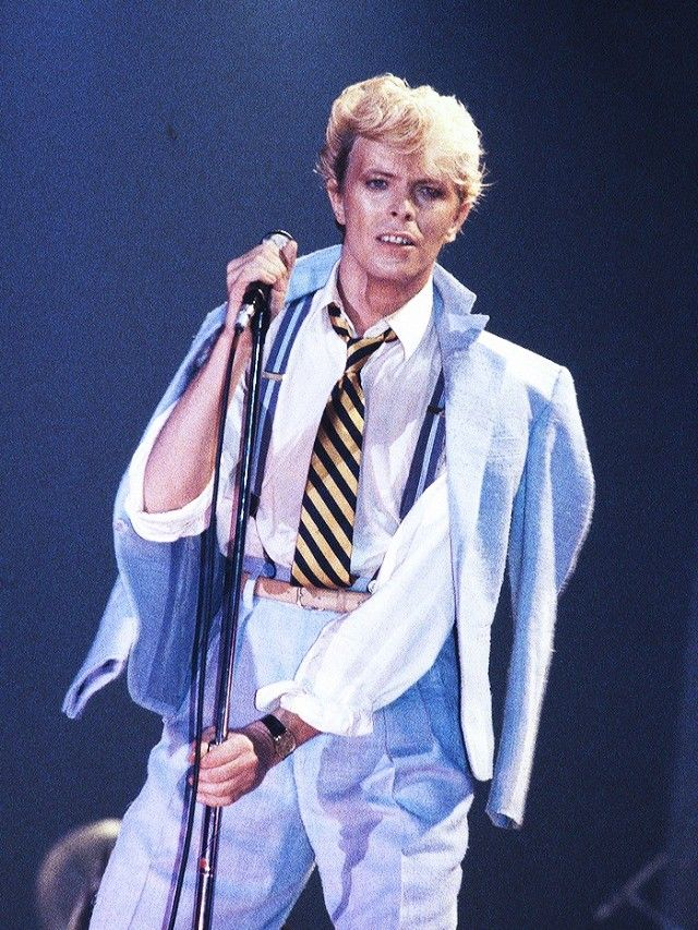 DAVID BOWIE, SHOULDER ROBING, MUSIC, 80S, FASHION, 1980