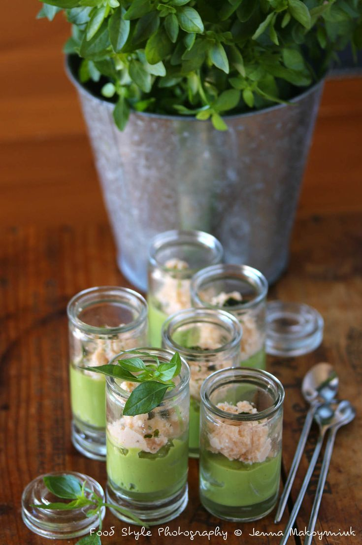 Mousse d'avocat et sa crème au surimi-crevettes