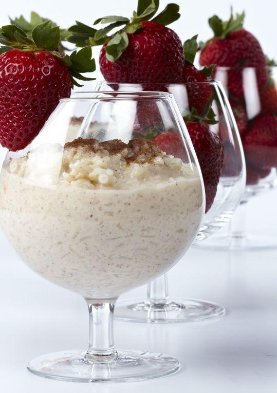 Rescata la tradición. Sirve el arroz con leche en copas de cognac o margarita para que luzca con más estilo.