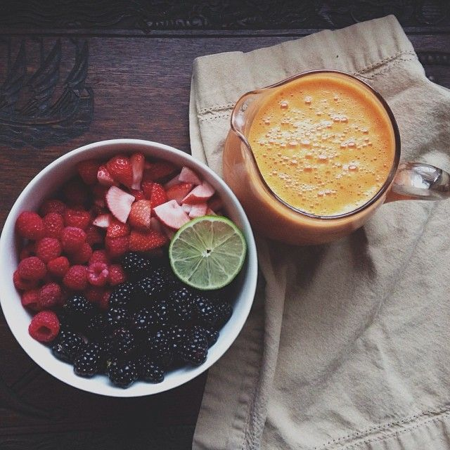 albeeats:  Fruit salad and a big orange, pineapple, carrot + mango smoothie #myfood
