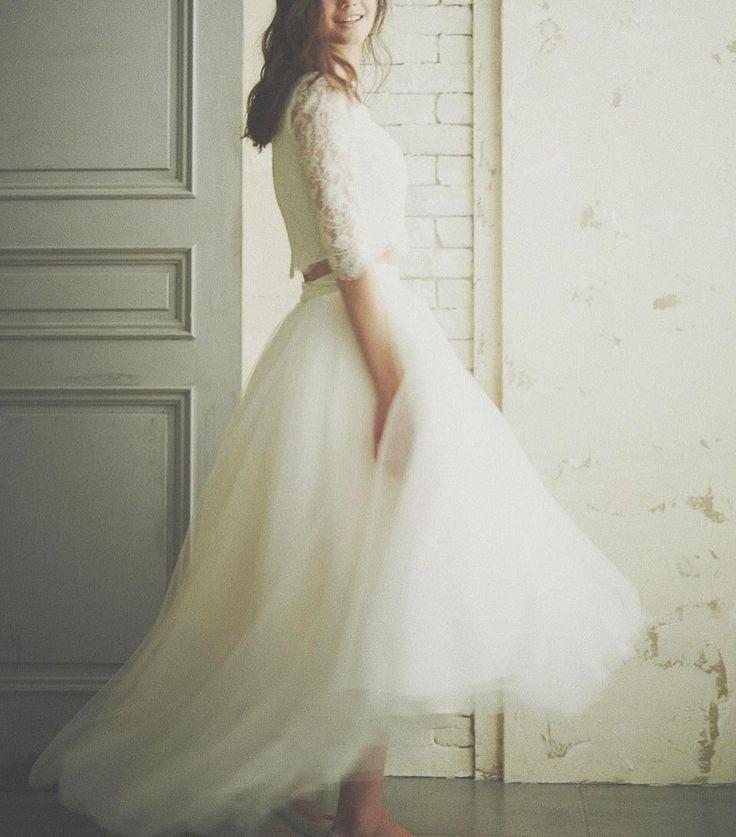 . . 動いた時にふわっと揺れると とてもかわいいチュールスカート . 動きやすさも◎ . . #ザドレスルーム#ウェディングドレス #ナチュラルウェディング#ガーデンウェディング #リゾートウェディング#アウトドアウェディング #フォトウェディング#ドレス #シンプルドレス#カジュアルドレス #ナチュラルドレス#セパレートドレス #2次会ドレス#花嫁#プレ花嫁 #結婚式準備#結婚式#試着#ドレスショップ #海外ウェディング#袖付きドレス #前撮り