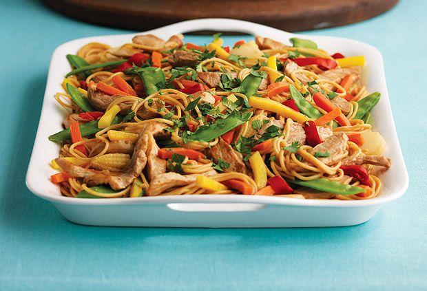 Faire cuire les spaghettis dans une grande casserole selon le mode d'emploi sur l'emballage, sans ajouter de sel...