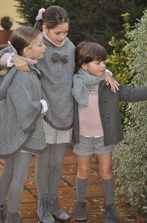 Vistiendo a tres. Grey socks, grey capes, grey tights.