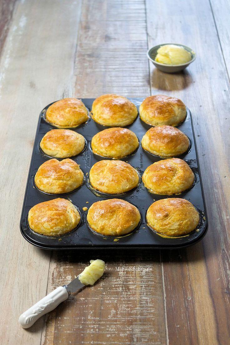 Süße Brioche zum Frühstück (Tipp: kreuzweise einschneiden und mit Hagelzucker bestreuen, oder mit Marmelade füllen)