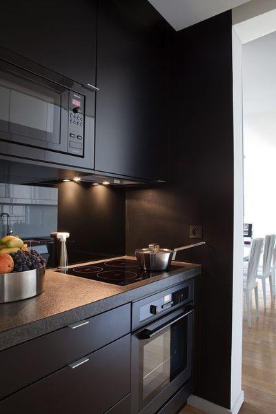 Les 25 meilleures id es de la cat gorie cuisines noires for Peindre mur cuisine en noir