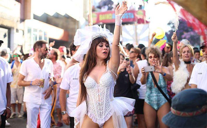 A unanimidade do carnaval de 2016: Alessandra Negrini no bloco Acadêmicos do Baixo Augusta.