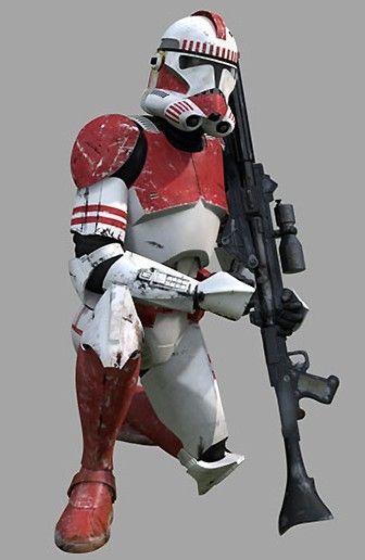 O dano na armadura dá uma certa história para mesma, o que causou? O que esse soldado presenciou? Passou? Isso deixa. Universo maior