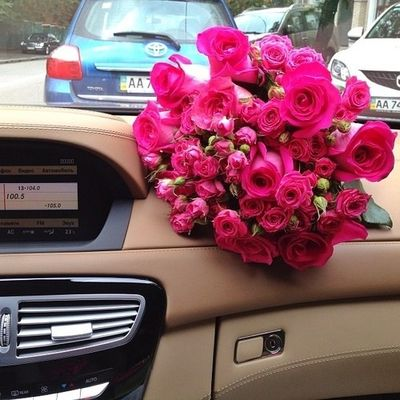 Vw Flower Vase With Red Flowers Bmb
