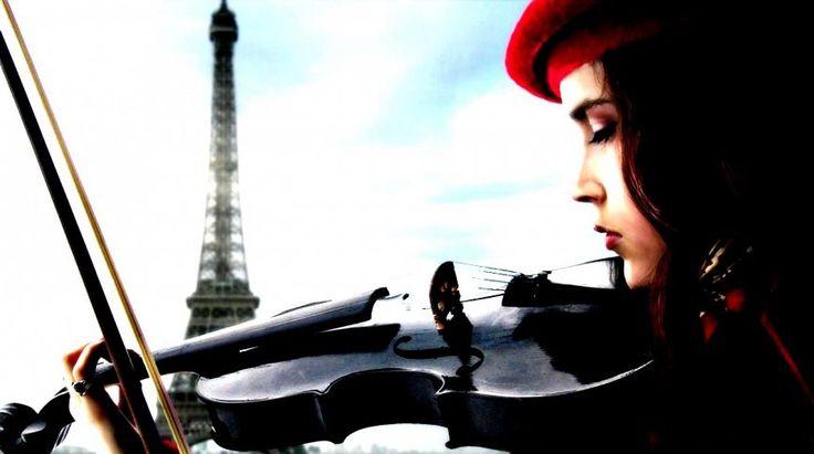 Сегодня мы выбрали для вас 10 шикарных песен, посвященных любимой столице. Мелодичные и трогательные, они уносят мысли на уютные парижские улочки, дарят радость жизни и ускоряют биение сердца. Наслаждайтесь и добавляйте в свой плей-лист!