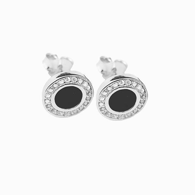 Eleganckie kolczyki w stylu Chanel wykonane ze srebra pr.925 ozdobione cyrkoniami - idealne na wieczór ☺ 💎😋💍😆💄👡👛💞😊 https://www.lydiana.pl/pl/p/Srebrne-kolczyki-z-kamieniami-925/275   49,90 PLN   #silverjewellery #bizuteriasrebrna #bizuteriagwiazd #goldjewellery #zlotabizuteria #jewellery #earring #earrings #silverearrings #jewellerydesign  #lux #luxury #srebrnekolczyki #kolczykichanel #chanel #evening #wieczór #polishgirl #polskadziewczyna #warszawa  #lydianajewellery