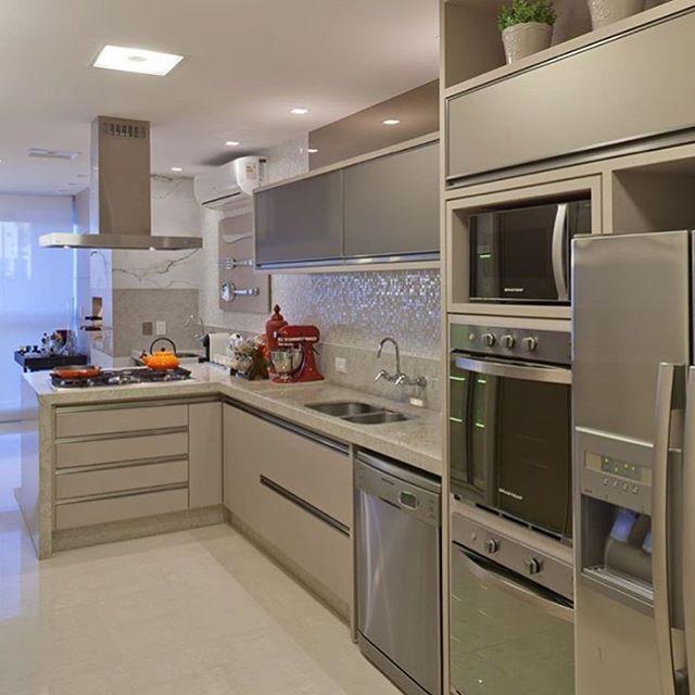 Pastilhas de madrepérola e tons de nude na cozinha. Blog Homeidea Projeto @arqmbaptista
