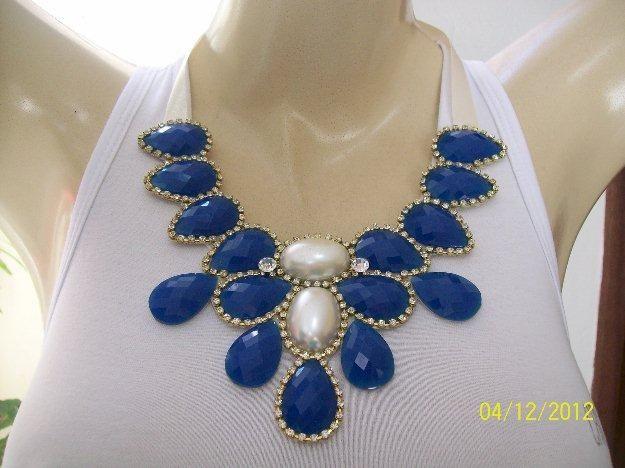 max colar azul