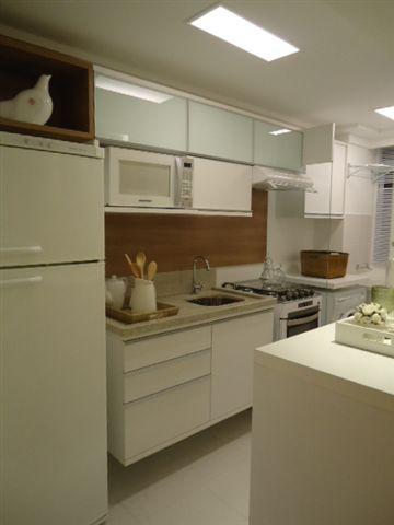 Jeito de Casa: Cozinhas pequenas! Composição de branco com madeira.