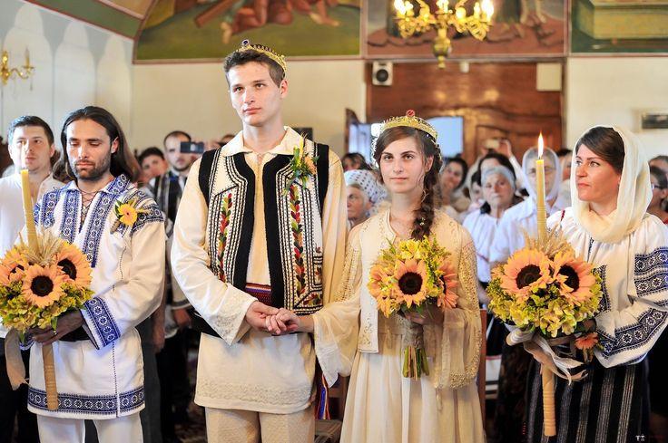 Maria-Georgiana și Emilian. Nuntă tradițională în Dumbrava Roșie, Neamț