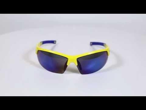 R2 AT063 C napszemüveg (cat. 3, 1). keretét grilamidból gyártották értékes tulajdonságai miatt. Ez egy magas minőségű nylon műszálas anyag, amely rendkívül magas hajlítószilárdsággal rendelkezik. Könnyű, erős és formatartó, ezen kívül rendkívül ütésálló. Sport napszemüvegeknél alkalmazzák, éppen az ütésálló, rugalmas és tartós tulajdonsága miatt. Emberi testtel érintkezve antiallergén tulajdonságú. A keret színe: fényes, sárga színű. OLVASS TOVÁBB!