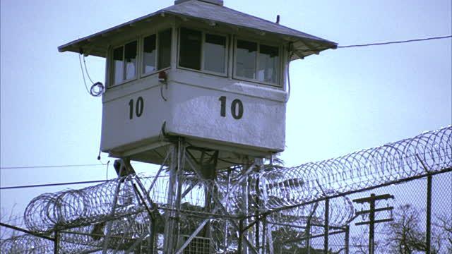 guard-tower-at-folsom-state-prison-folsom-california-usa-video-id1406-33 (640×360)