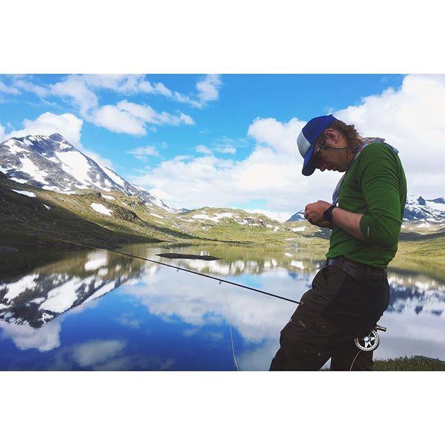 Flyfishing at Hellefossen  #hellefossen #visitjotunheimen #besseggen #north #gjende #gjendebu #flyfishing #loop #looptackle #flyfish #mountains #peak  #fjällräven #hilleberg #mountainpeak #fishingtrip #norwegian #norway #snowpeak #jotunheimen #gjende #outdoraddict #gooutside #greatlutdoors #visitnorway #flyfishing #snow #rocks #outdoorlife #hiking #patagoniaflyfish #patagoniaflyfishing