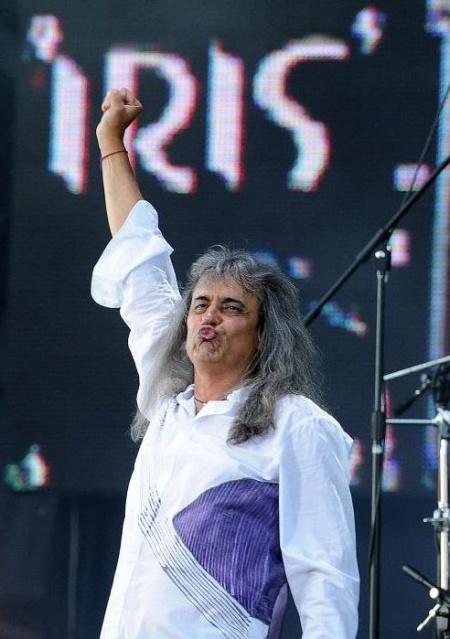Veste tristă pentru fanii Iris. După zeci de ani de carieră, Cristi Minculescu părăseşte trupa.