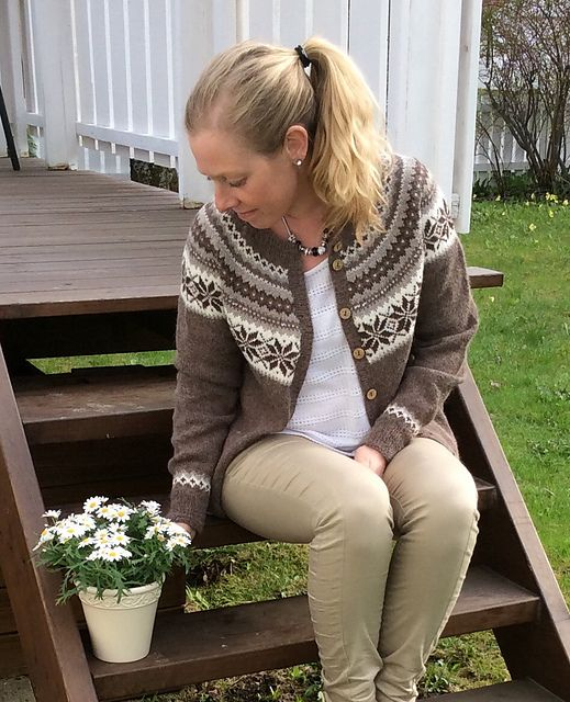 "Ravelry: Project Gallery for Nr 12 ""Nancy"" kofte med rundt bærestykke pattern by Sandnes Design"