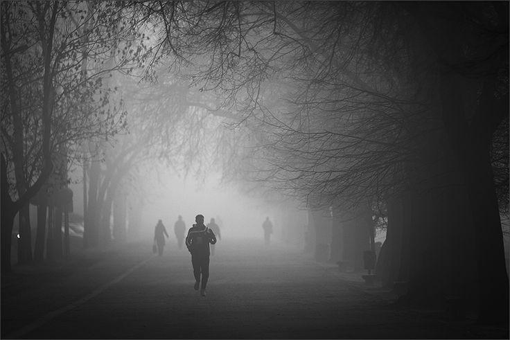 W szarościach poranka | zoom | digart.pl  #rubinar, #bw, #street