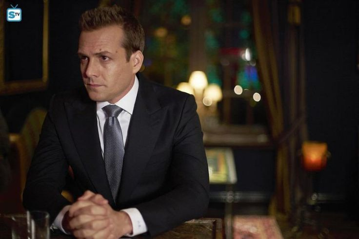 S05E09: Uninvited Guests | Suits (Kravaťáci) | Edna.cz