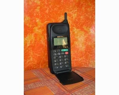 This was my very first mobile phone. Motorola MicroTAC 9880X