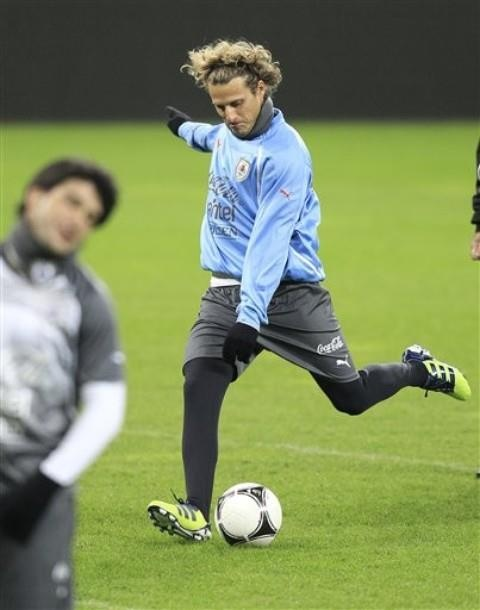 Diego Forlan trains with Uruguay NT