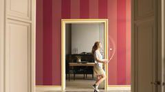 Rayas anchas en tonos rosa frambuesa dan una sensación fresca y moderna.