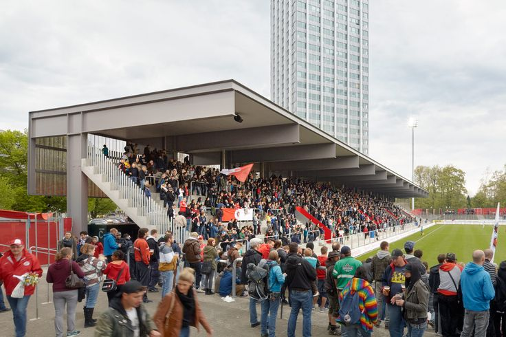 Beim Stadion in Winterthur wurde auf die Contec.proof EPDM Kautschuk Dachabdichtung gesetzt. Foto von: Michael Erik Haug /// L'étanchéité de toiture en caoutchouc EPDM Contec.proof a été mise en œuvre sur ce stade à Winterthour. Photo de: Michael Erik Haug