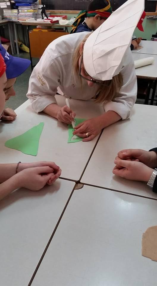 22/4/2016. Scuolartigiana. La maestria della pasticcera Stefania Cini con i ragazzi della F. Severi