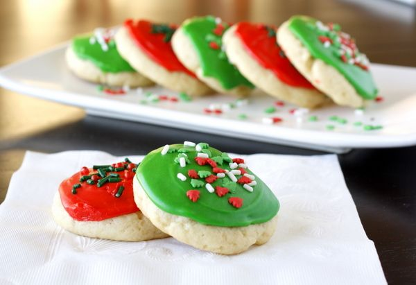 Lofthouse Style Soft Frosted Sugar Cookies -- I ate about 3 dozen of these by myself last year because they are SO SO SO GOOD.: Christmas Cookies Recipes, Christmas Recipes, Frostings Sugar Cookies, Lofthous Style, Homemade Frostings, Christmas Treats, Soft Sugar Cookies, Style Soft, Soft Frostings