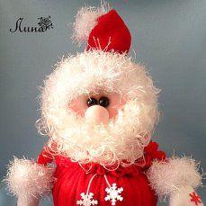 """Интерьерный сувенир - шкатулка """"МОРОЗКО""""  Оригинальная, необычная шкатулка в виде Деда Мороза  со съемной крышкой – верхушкой, создаст праздничное настроение и станет прекрасным дизайнерским решением для новогоднего интерьера комнаты любого ребенка. В ней можно хранить украшения и другие мелкие вещицы. Так же она подойдет для красивой подачи и хранения конфет, и станет прекрасным украшением праздничного стола. Это сделает шкатулку функциональным и универсальным подарком."""