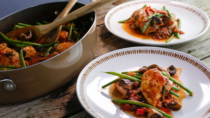 Cacciatore-Style Boneless Chicken One-Pot with Green Beans #Whatsfordinner