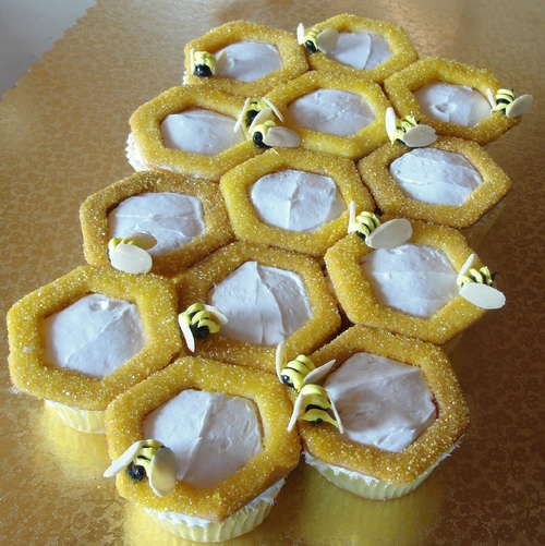 honeycomb cupcakes: Fall Parties, Honeycombs Cupcake, Bees Parties, Bees Happy Cupcake, Jelly Beans, Vanilla Cupcake, Cupcake Liner, Bees Cupcake, Honey Bees