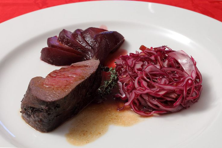 Filetto di Cervo, Pera al Porto, Cavolo rosso e aceto balsamico.-