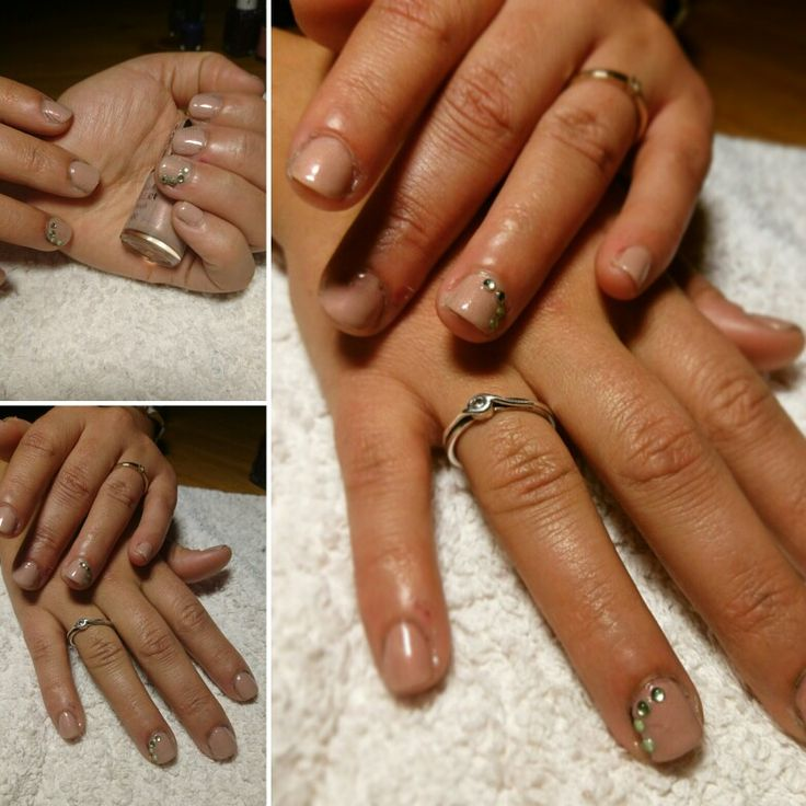 Nude nails whit Rhinestones