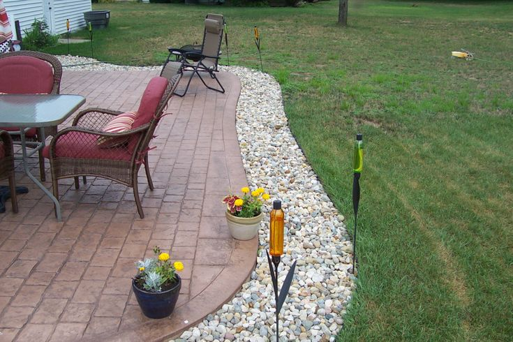 cobblestone patio with 6 border patio ideas pinterest