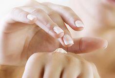 As suas mãos estão sofrendo no inverno? Os hidratantes não dão mais conta do recado? Veja a nossa receita de hidratante caseiro para mãos ressecadas!