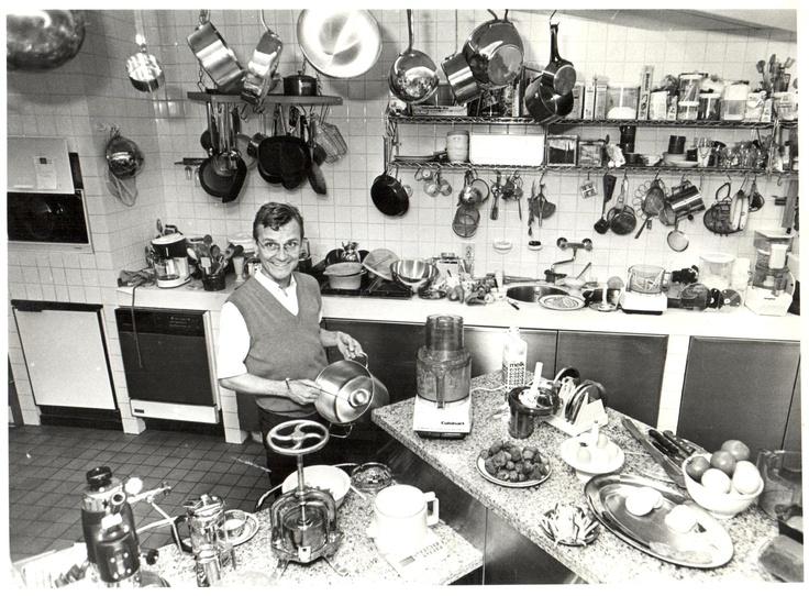 Oude foto van Frank in onze keuken gevonden. Toen duidelijk al een fan van goed #keukengerei