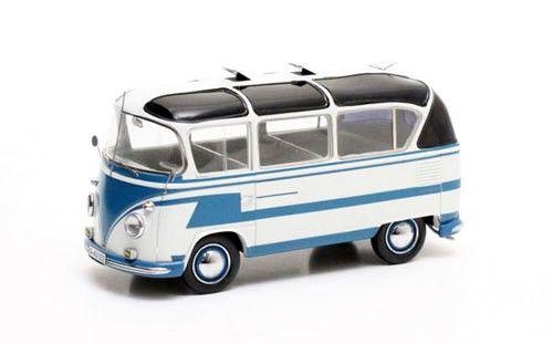 """Na década de 1960 houve uma conversão de Kombis de primeira geração (T1), originalmente com parabrisa bipartido, tipo furgão, para """"algo customizado"""" com decoração própria, teto panorâmico elevado,…"""